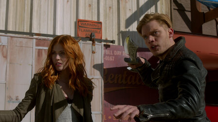 觀賞血之束縛。第 2 季第 9 集。