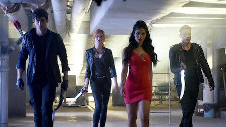 觀賞死人派對。第 1 季第 3 集。