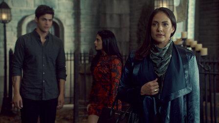 觀賞通往空房的窗戶。第 3 季第 6 集。