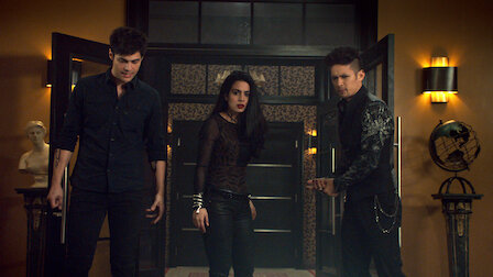 觀賞行於黑暗。第 3 季第 8 集。